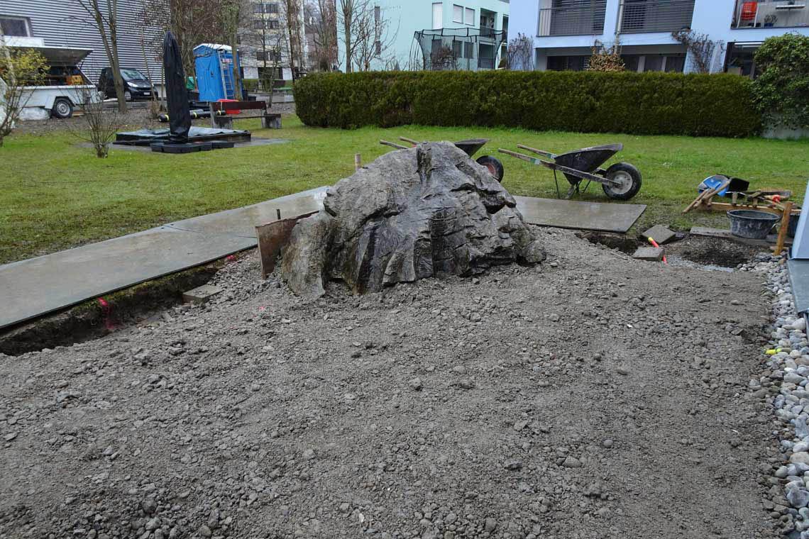 Stein als Blickfang versetzen